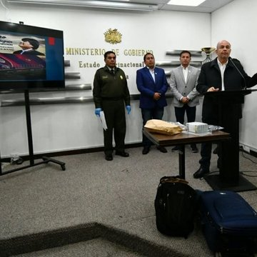 Murillo: Interpol activó sello rojo para capturar a Evo